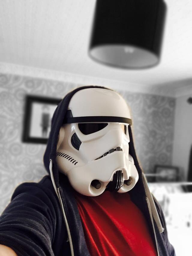 <stormtrooper2.jpg>